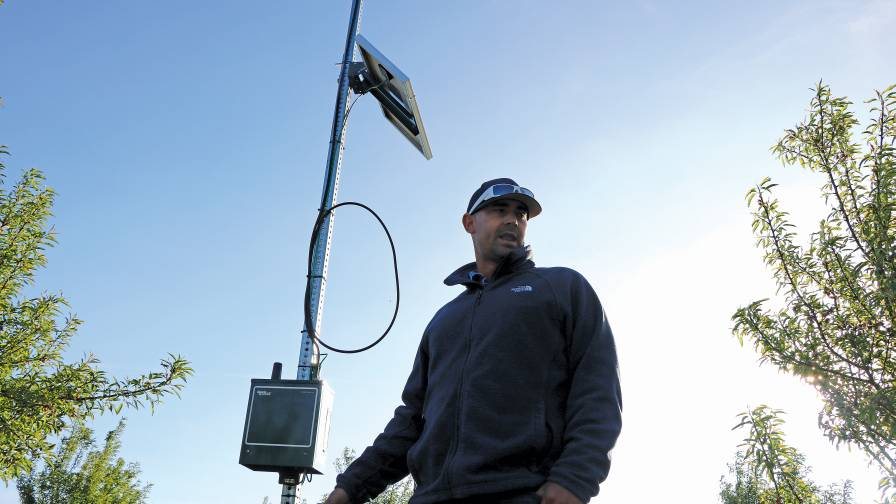 Bergwerff-in-field-weather-stations-and-Ranch-Systems-radio-control-module